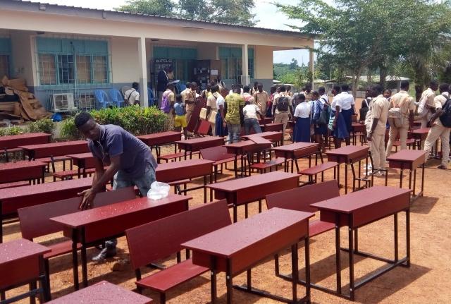 Lycée moderne de Toumodi,Toumodi,Enseignement,Tables-bancs