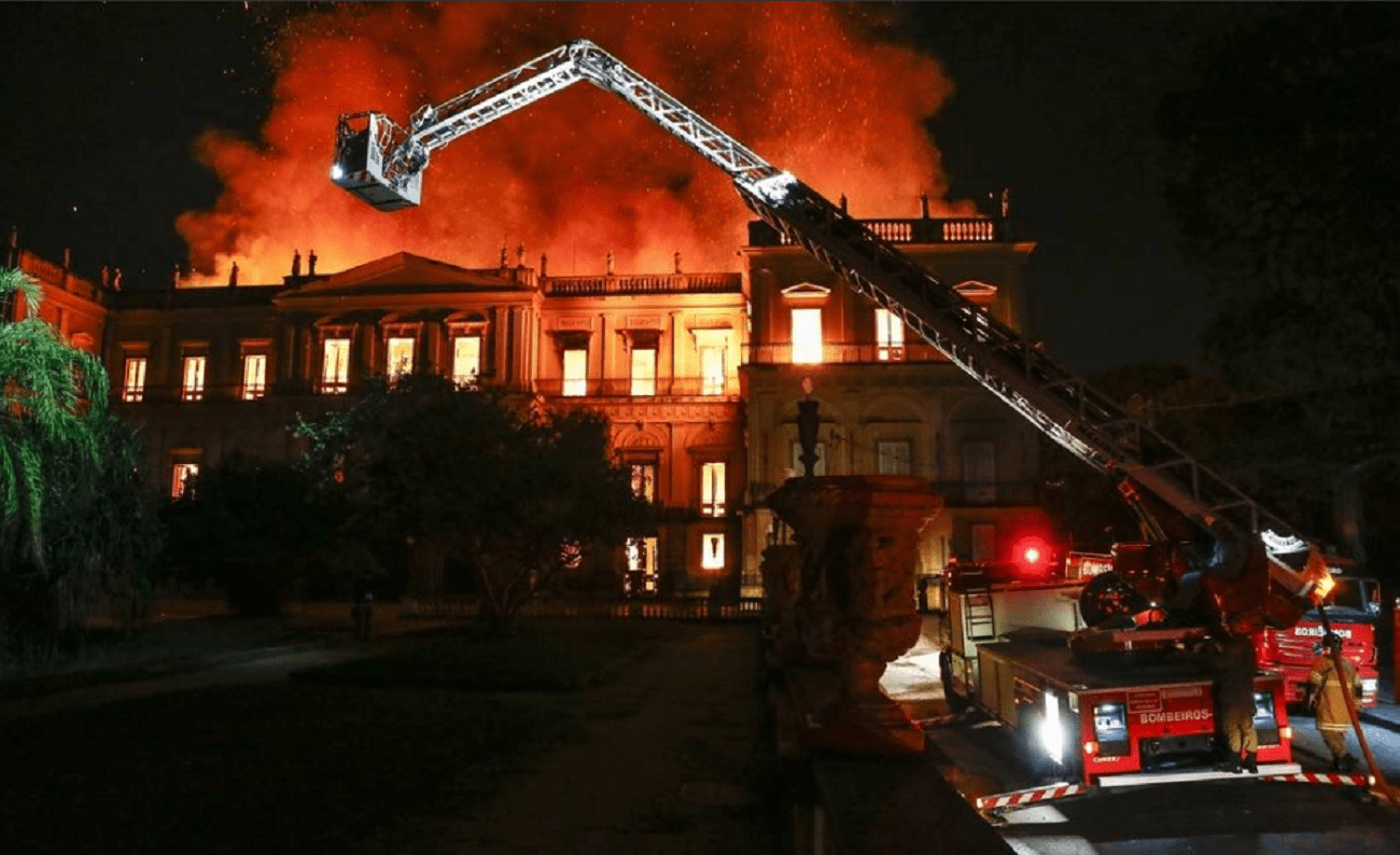 Dix morts dans l'incendie d'un centre de formation au Brésil