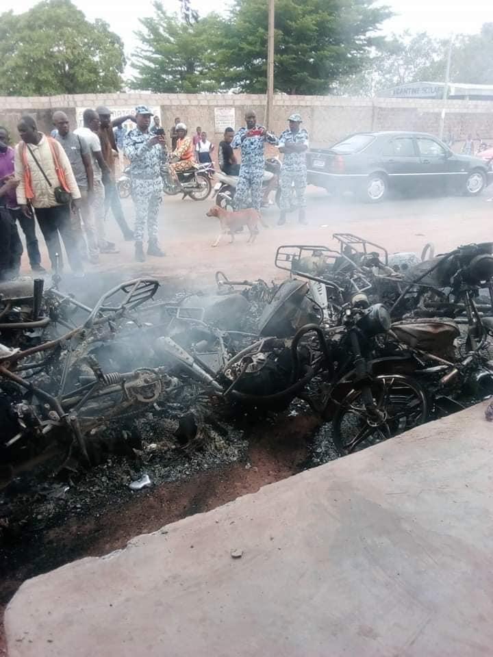 Bouaké,grève enseignants,motos brûlées