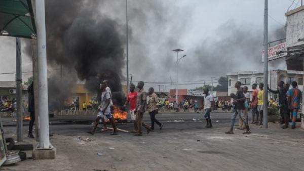 benin-scenes-de-violence-devant-le-domicile-de-yayi-boni-des-sanctions-sont-prevues-contre-certains-policiers