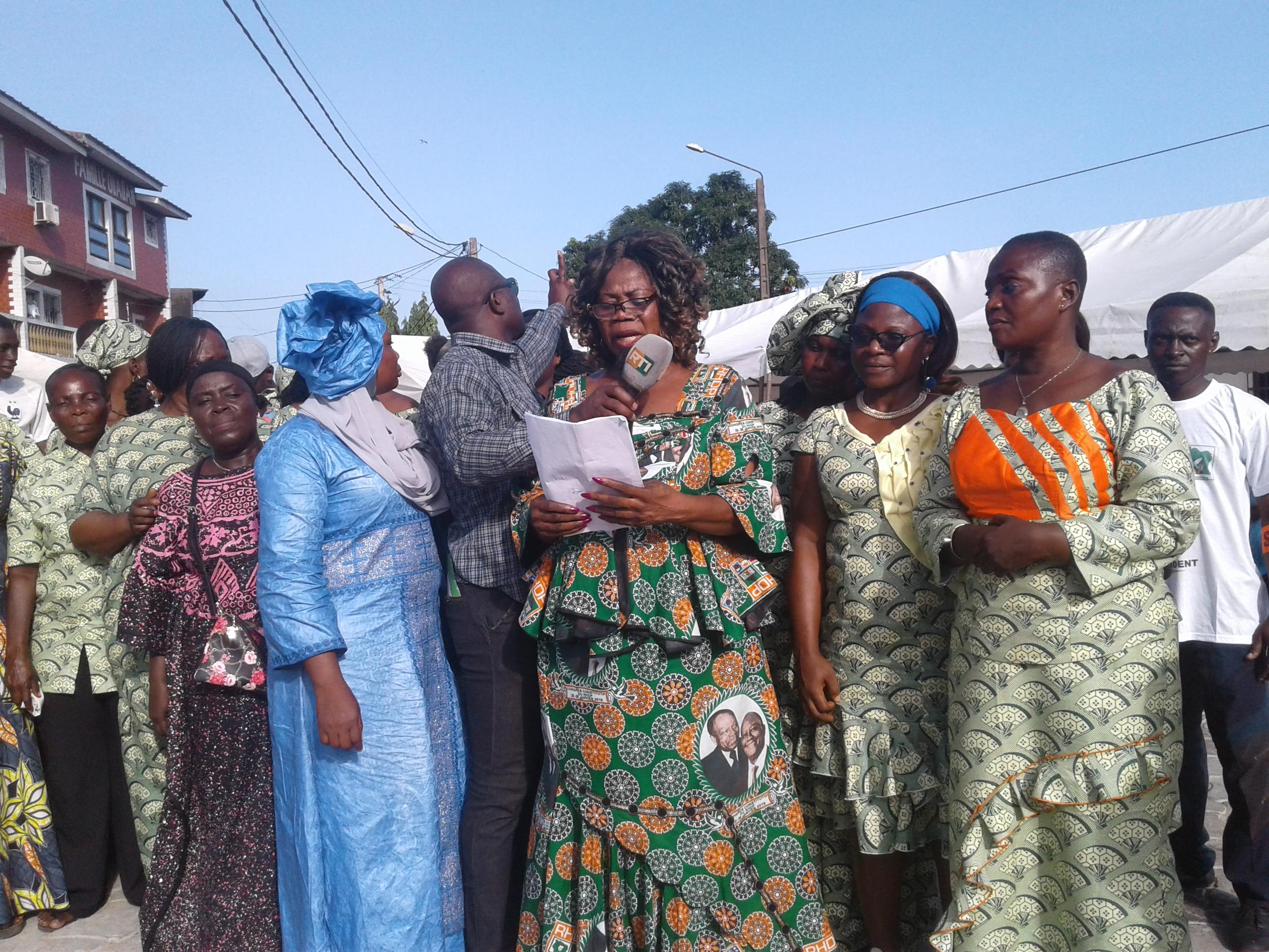 les-femmes-de-concorde-manifestent-leur-soutien-a-alassane-ouattara-et-au-rhdp
