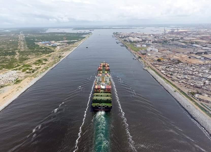 Port d'Abidjan,Long navire,Canal de vridi