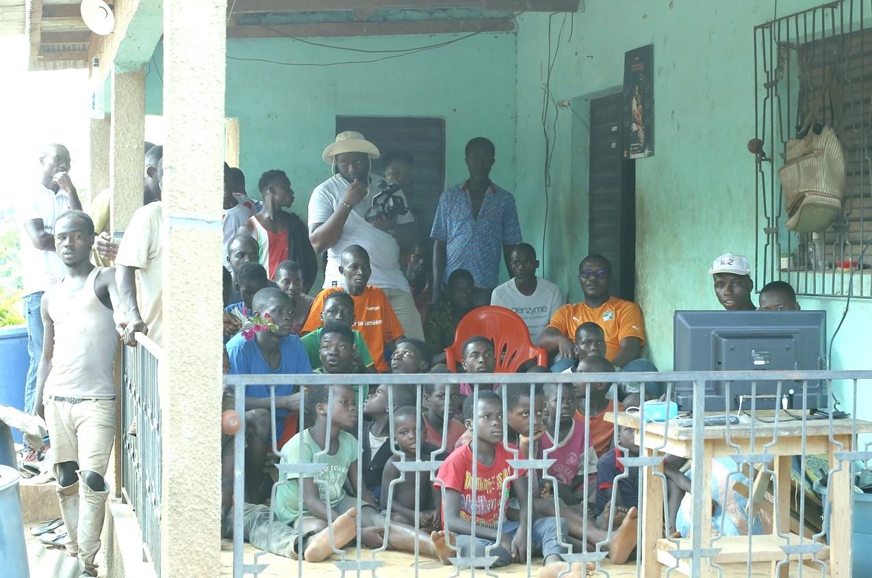 Accès à l'électricité,kits d'énergie solaire,villages,Orange énergie
