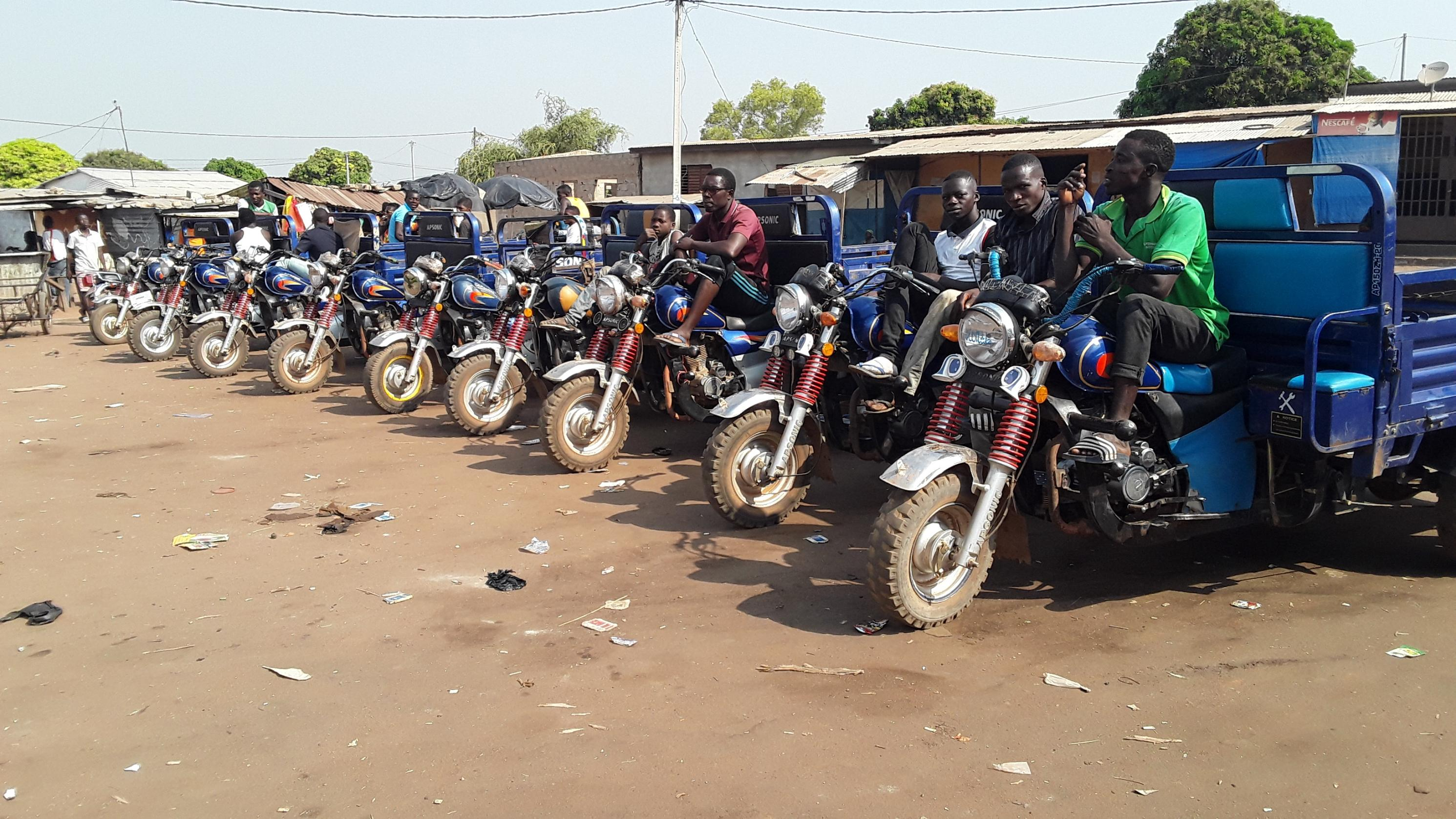 les-mineurs-interdits-de-conduire-motos-et-tricycles-a-bouna