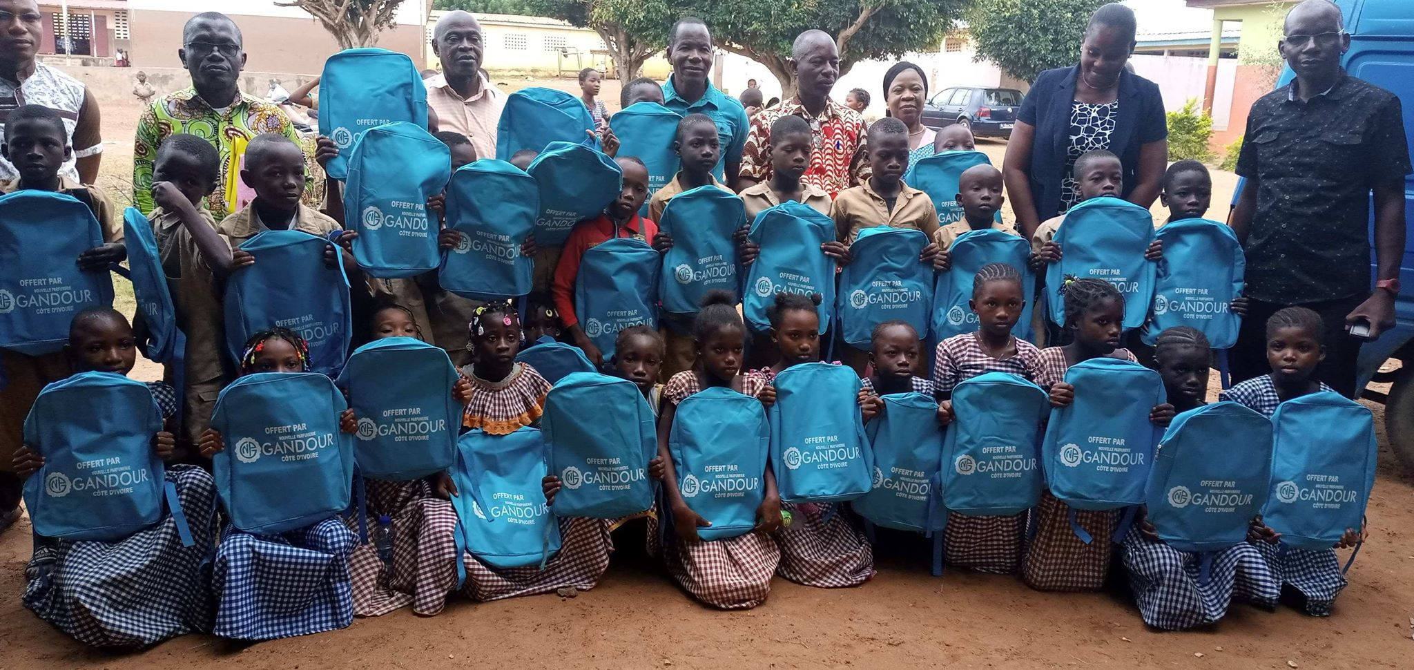 Nouvelle parfumerie Gandour,distribution de kits scolaires,Yamoussoukro