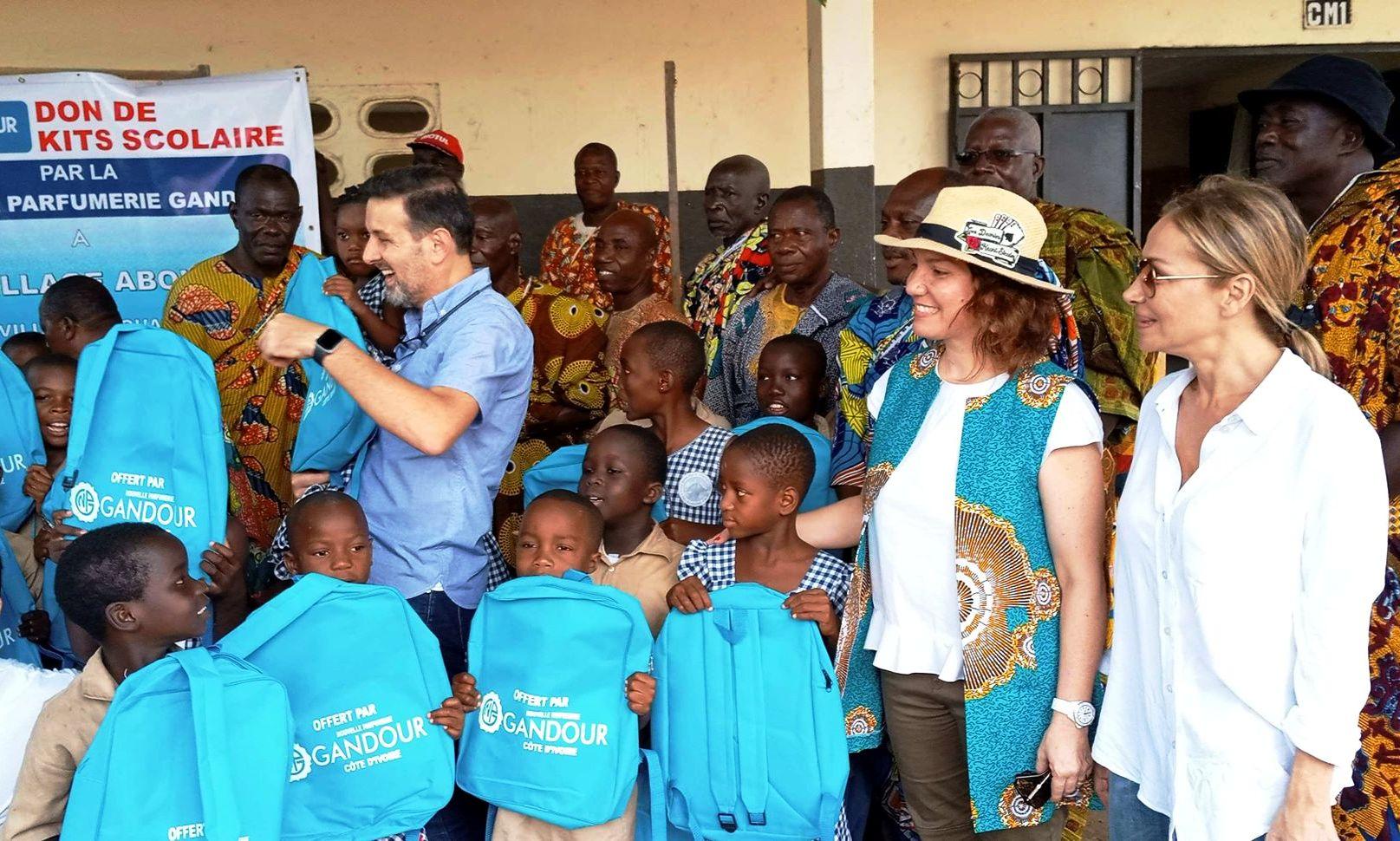 Nouvelle parfumerie gandour,distribution de kits scolaires