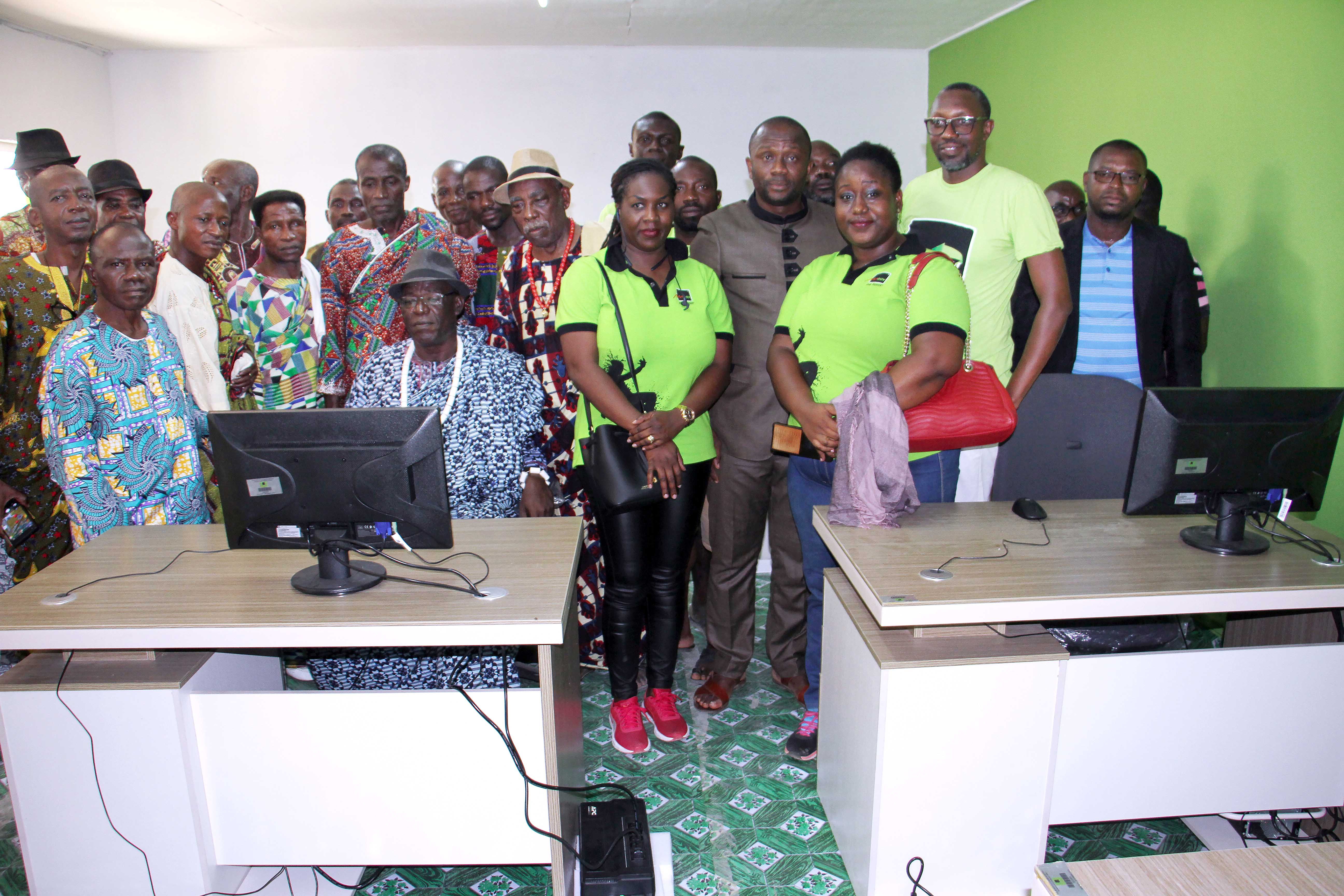 fracture numérique,53 millions FCFA,matériels informatiques,didactiques,dons,Moov Côte d'Ivoire