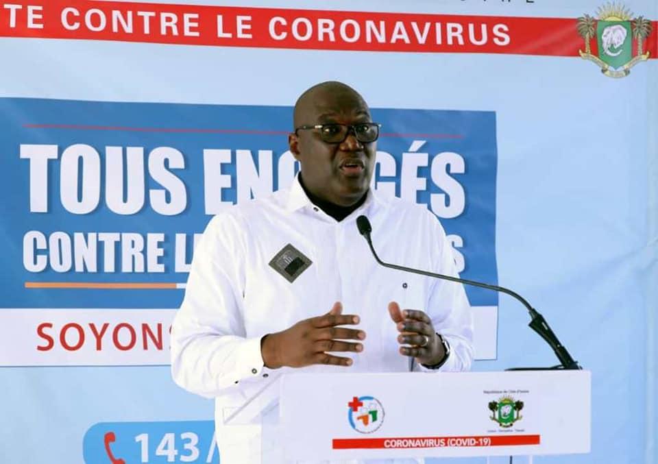 Port de gants,Coronavirus,directeur de la santé