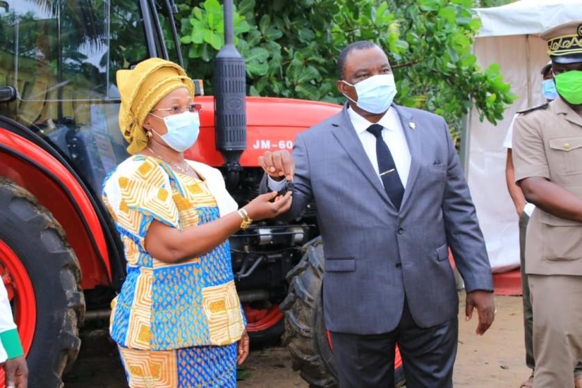 Adjoumani,Remise de tracteurs