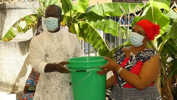 relance-des-activites-les-restaurateurs-dabobo-et-les-femmes-du-vivriers-recoivent-dimportants-dons