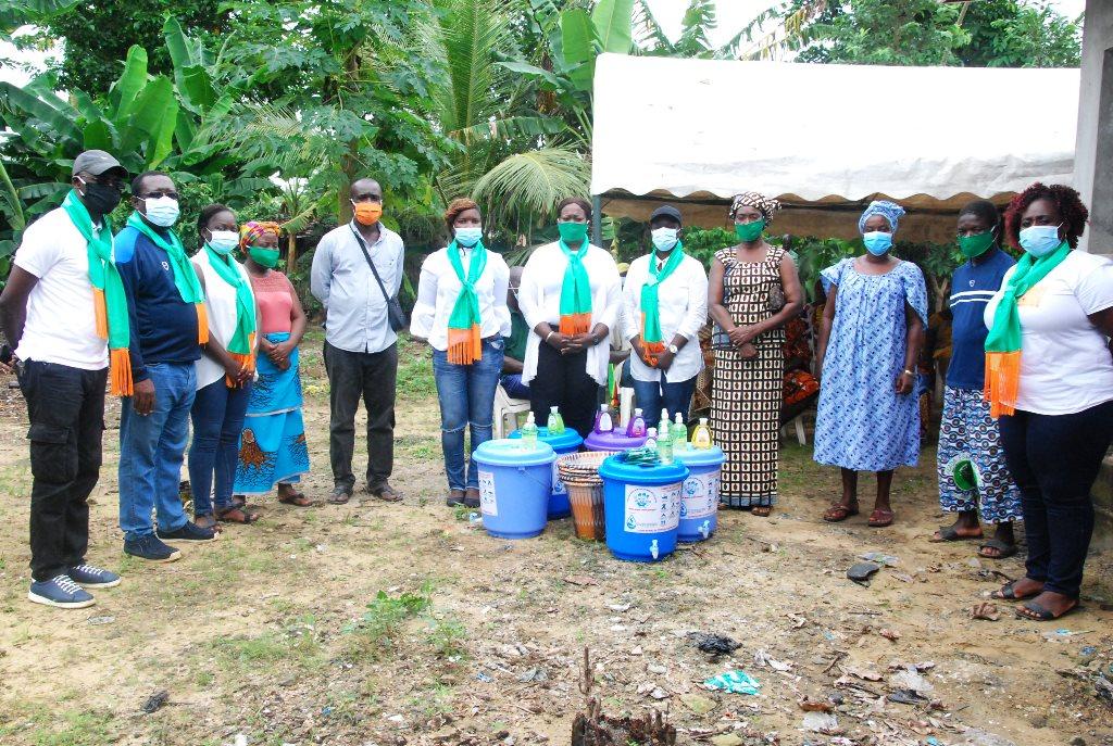 lutte-contre-le-coronavirus-les-journalistes-du-reseau-wash-jnci-sensibilisent-le-village-de-vitre-1