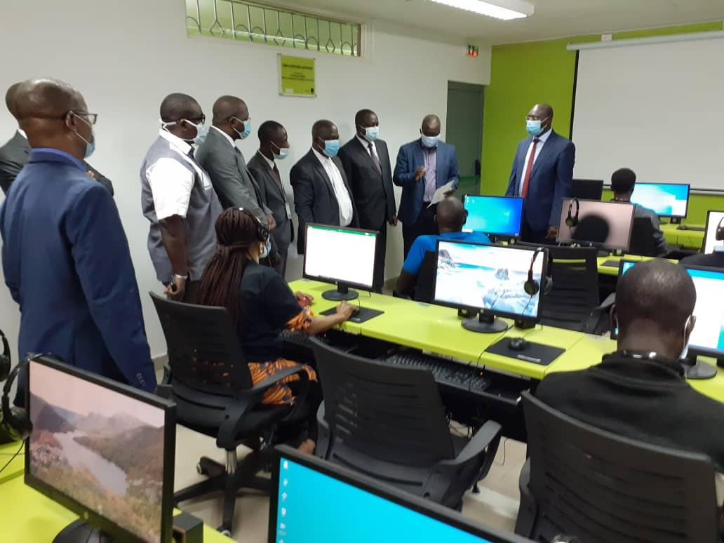 fracture numérique,Groupement pour l'insertion des étudiants et personnes handicapés,Moov Côte d'Ivoire,GIEPH,salle multimédia