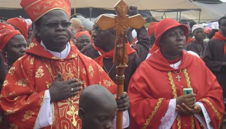 eglise-catholique-le-pere-mathias-vigan-pape-autoproclame-au-benin-exclu