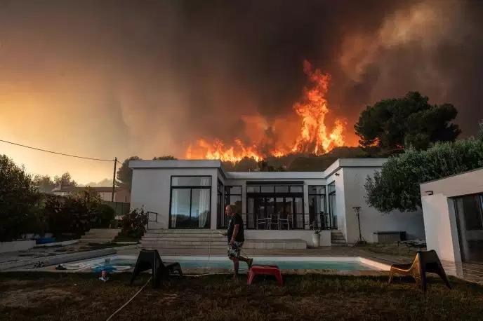 incendie-a-marseille-2-700-personnes-evacuees-le-feu-quasiment-maitrise