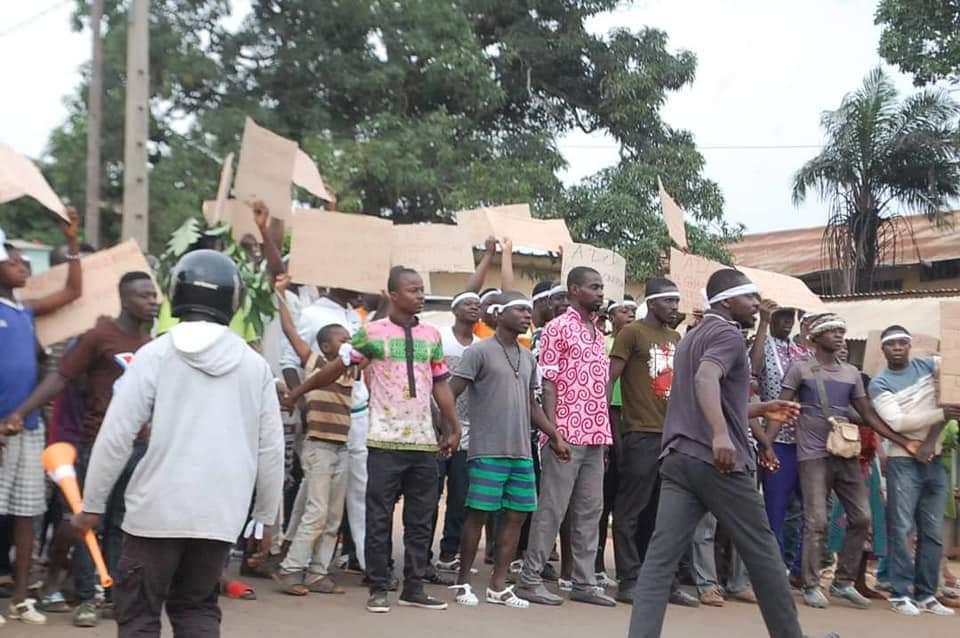 manifestations-contre-un-3e-mandat-le-siege-du-pdci-a-daoukro-saccage