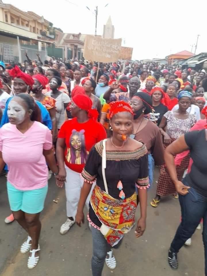 marche-de-protestation-des-femmes-de-lopposition-des-centaines-de-femmes-manifestent-a-bonoua-images