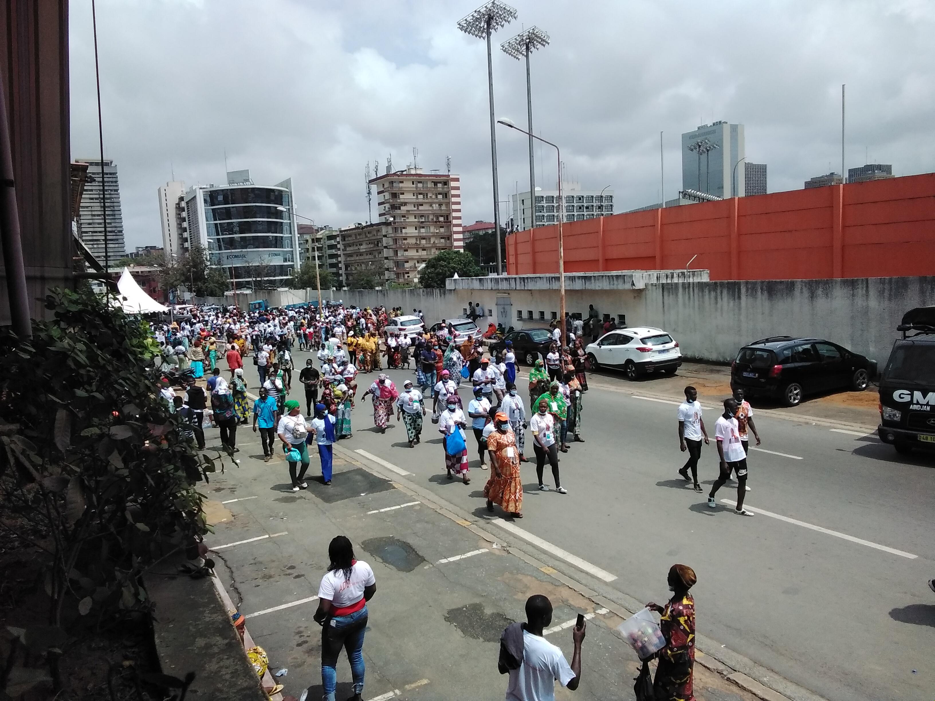 investiture-du-candidat-du-rhdp-les-militants-quittent-le-stade-avant-la-fin-du-discours-de-ouattara
