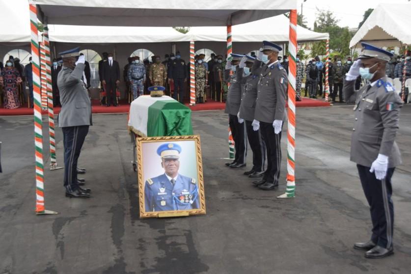larmee-ivoirienne-rend-un-ultime-hommage-au-general-vako-bamba