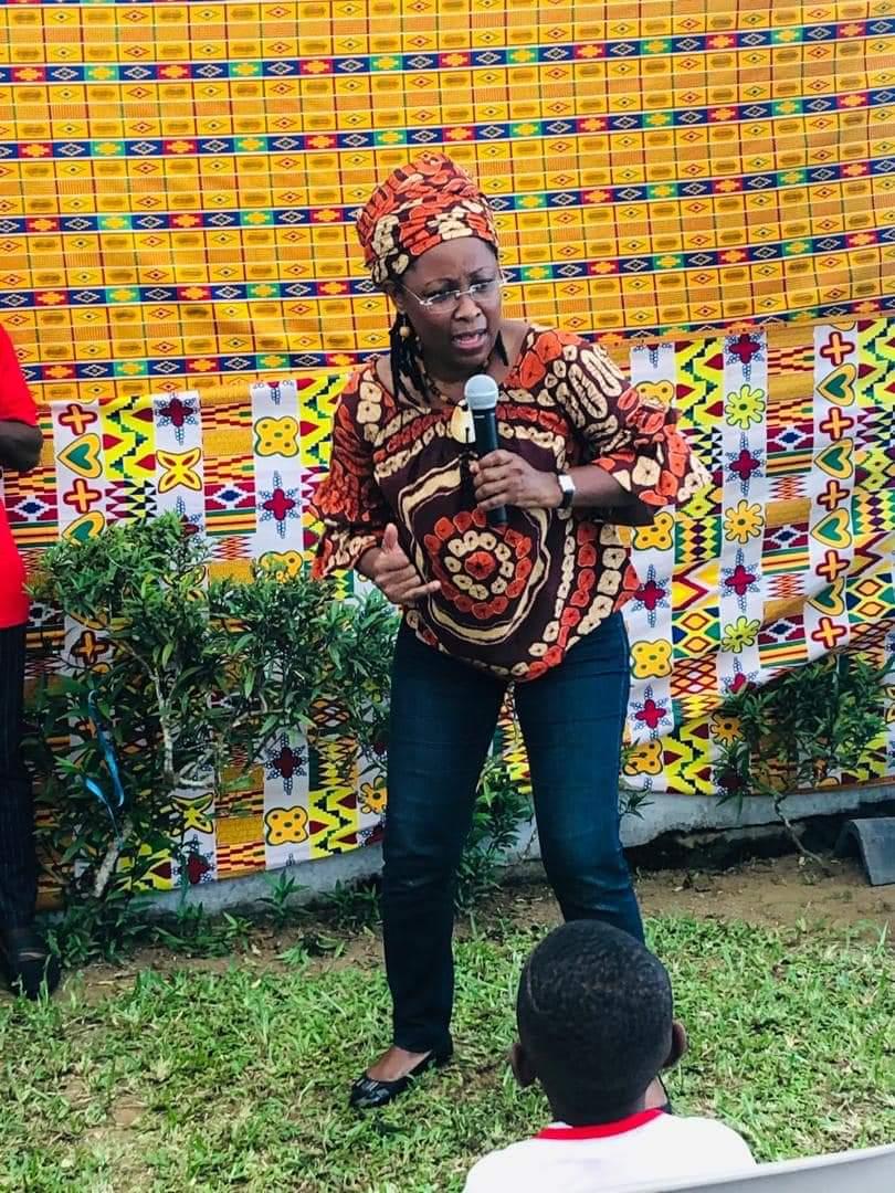 portrait-michelle-lora-la-femme-qui-aimait-partager-des-contes-avec-les-enfants