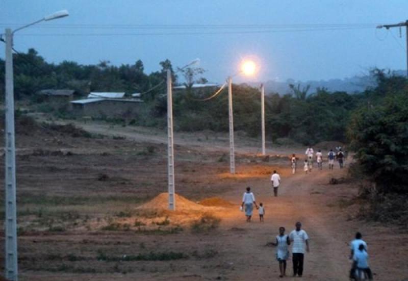 Visite d'Etat,Moronou,Electrification