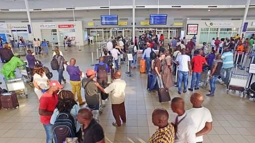 Covid 19, Aéroport Félix Houphouët-Boigny d'Abidjan,