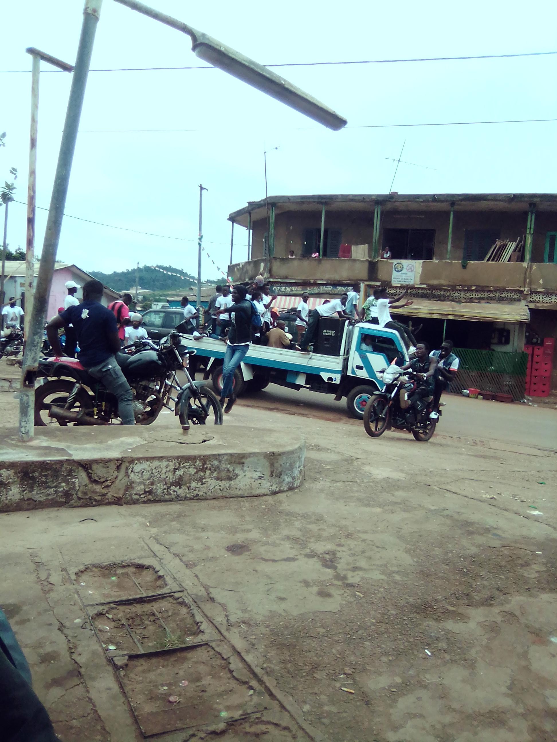 visite-detat-dans-le-moronou-a-quelques-heures-du-meeting-de-cloture-bongouanou-en-effervescence