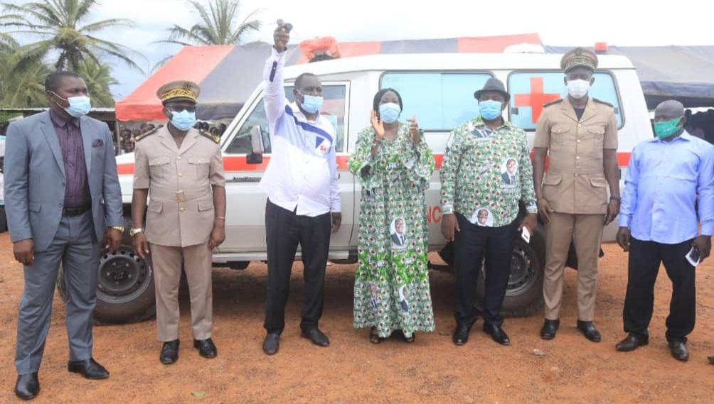 visite-detat-dans-le-moronou-kandia-camara-fait-des-dons-de-plus-de-95-millions-fcfa-a-anoumaba