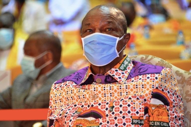 coronavirus-a-un-mois-de-la-presidentielle-alpha-conde-prolonge-letat-durgence-sanitaire
