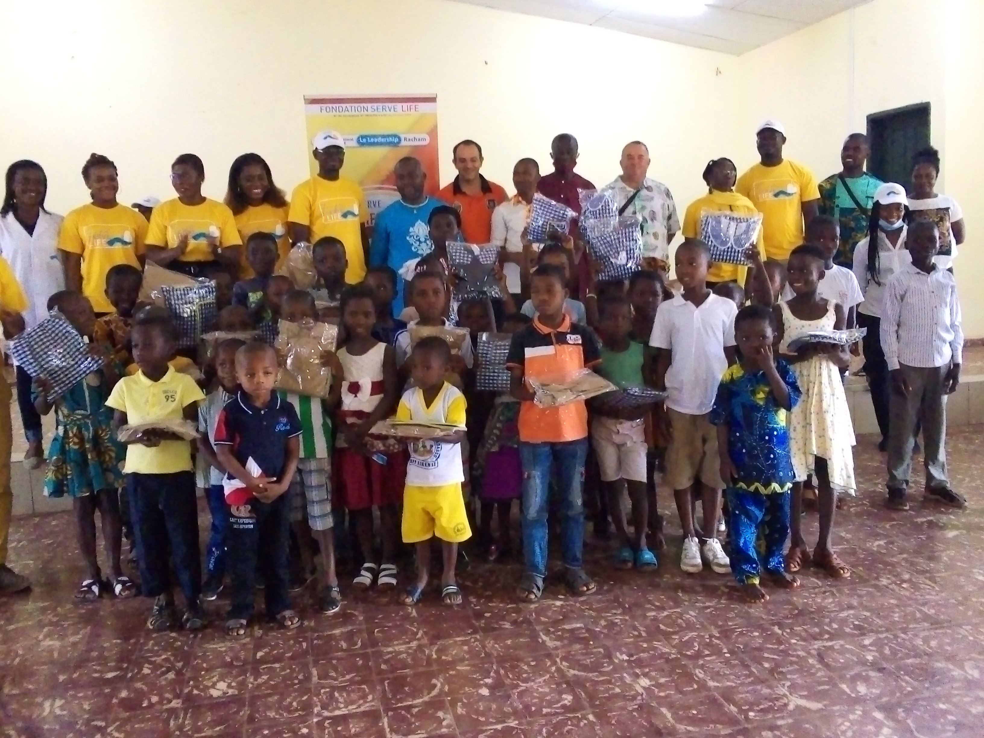 humanitaire-deux-organisations-redonnent-du-sourire-aux-enfants-de-sikensi