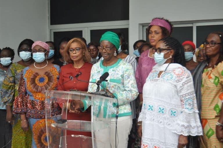 meeting-au-stade-fhb-des-femmes-des-plateformes-de-lopposition-et-de-la-societe-civile-appellent-leurs-soeurs-a-se-mobiliser-massivement