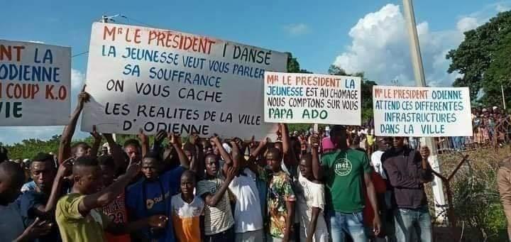 Visite du président,Ouattara,Alassane Ouattara,Kabadougou,pancartes