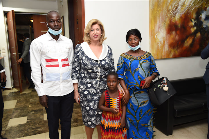 5-enfants-malades-du-coeurs-mis-en-route-pour-israel-par-la-premiere-dame-dominique-ouattara