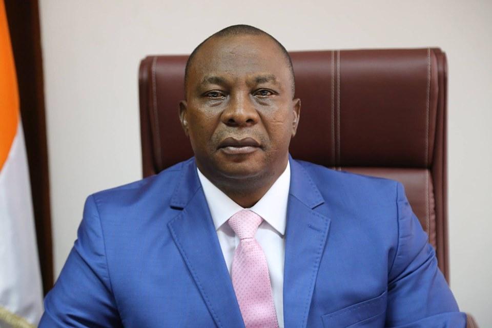reelection-de-ouattara-quotce-plebiscite-temoigne-de-la-confiance-dun-peuple-solidaire-de-laction-du-presidentquot-adjoumani