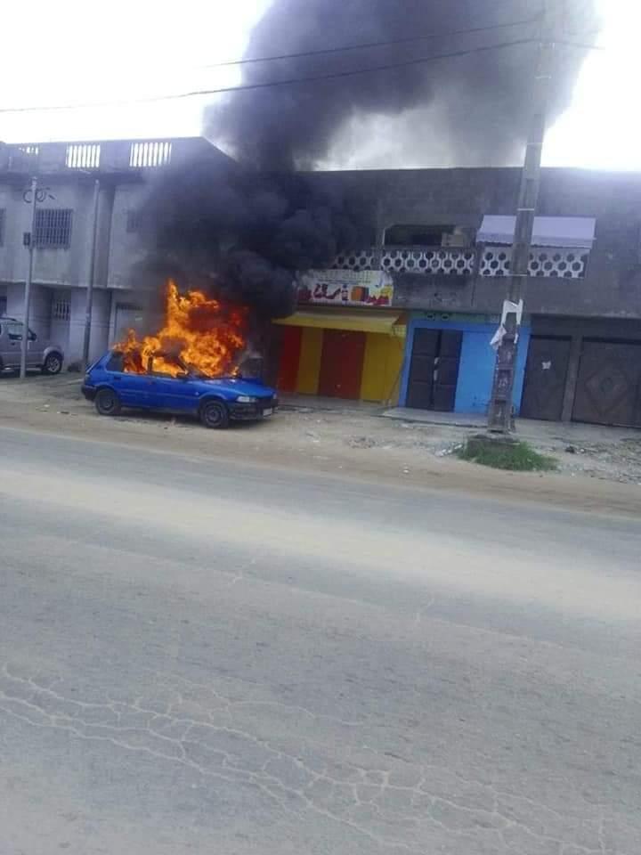 des-manifestations-signalees-ce-lundi-a-yopougon-des-vehicules-incendies-photos