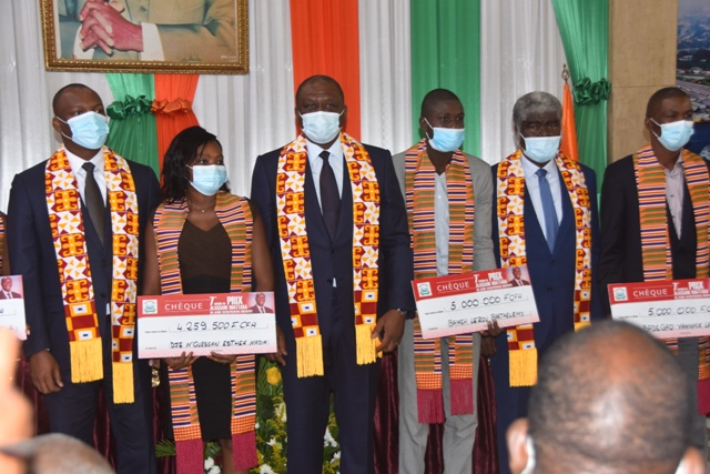 prix-alassane-ouattara-du-jeune-entrepreneur-emergent-hamed-bakayoko-recompense-les-laureats