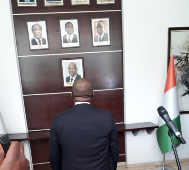 le-portrait-de-lex-premier-ministre-amadou-gon-coulibaly-pose-a-la-primature