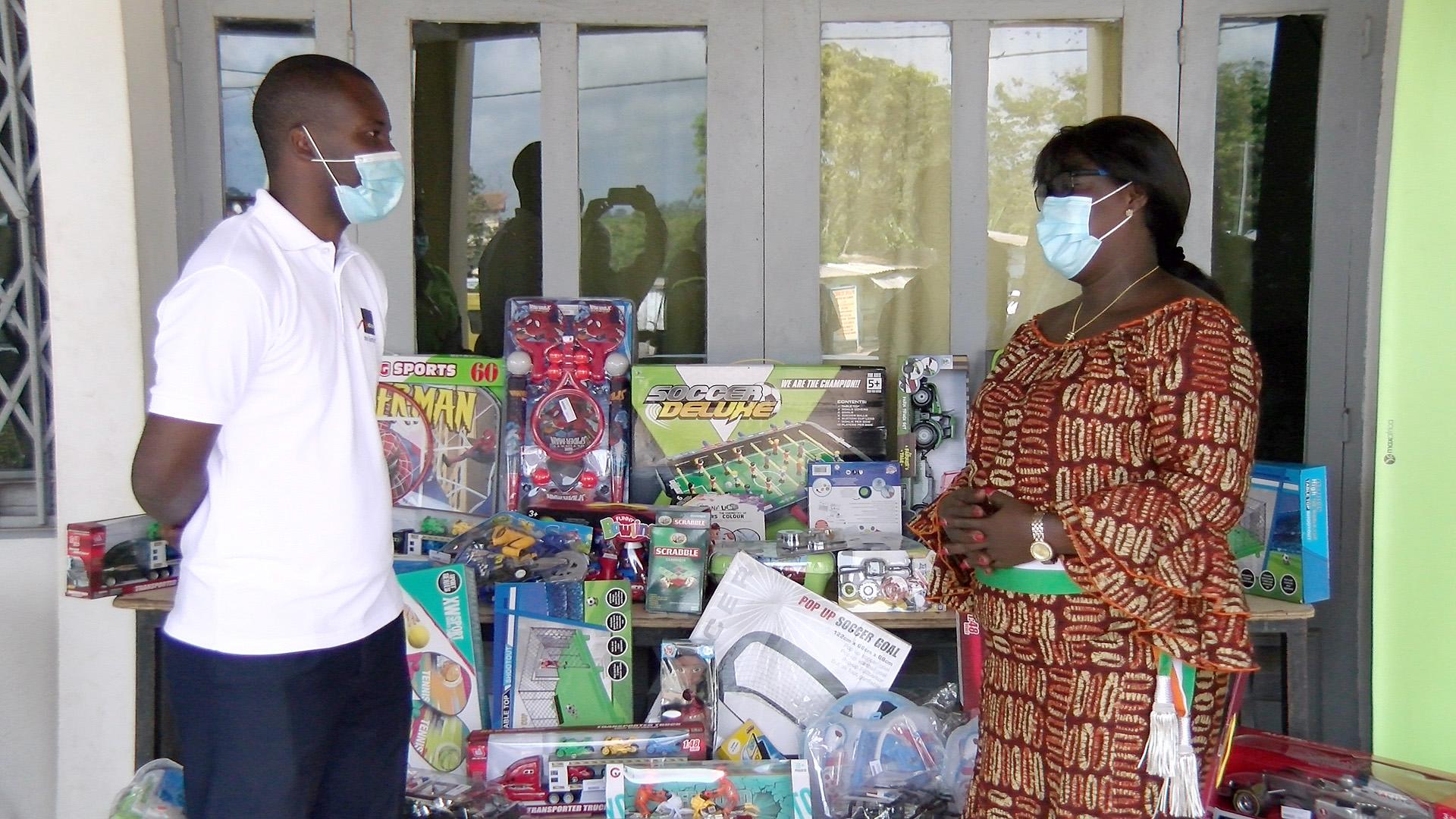 journee-internationale-de-la-generosite-et-de-la-solidarite-de-nombreux-jouets-pour-les-enfants-de-plusieurs-villes