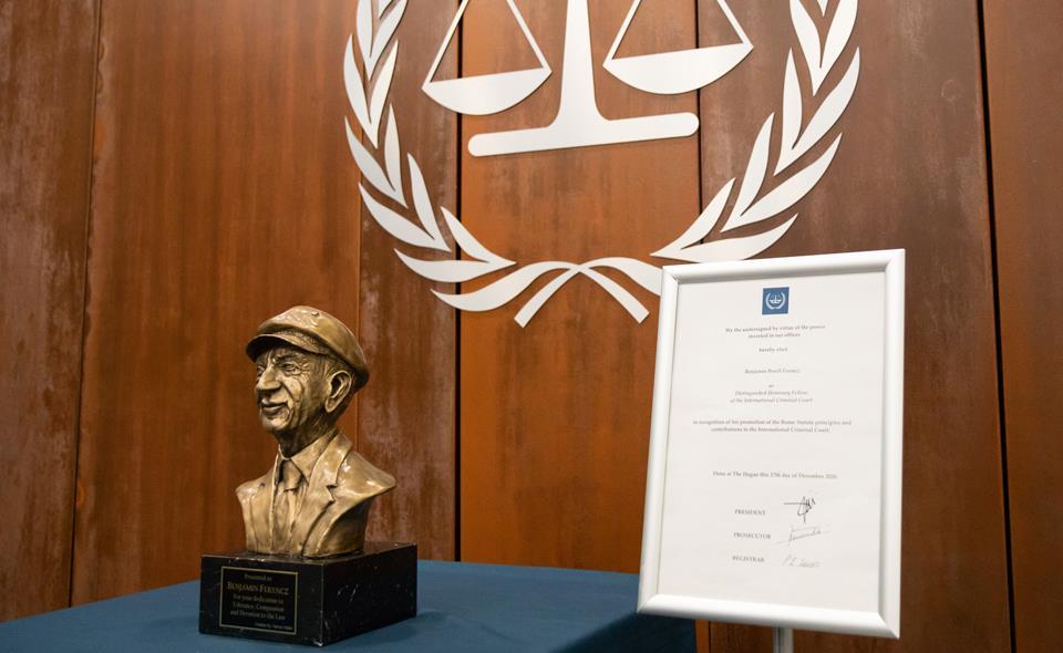 cpi-benjamin-b-ferencz-recoit-le-titre-de-membre-honoraire-distingue-de-la-cour-penale-internationale