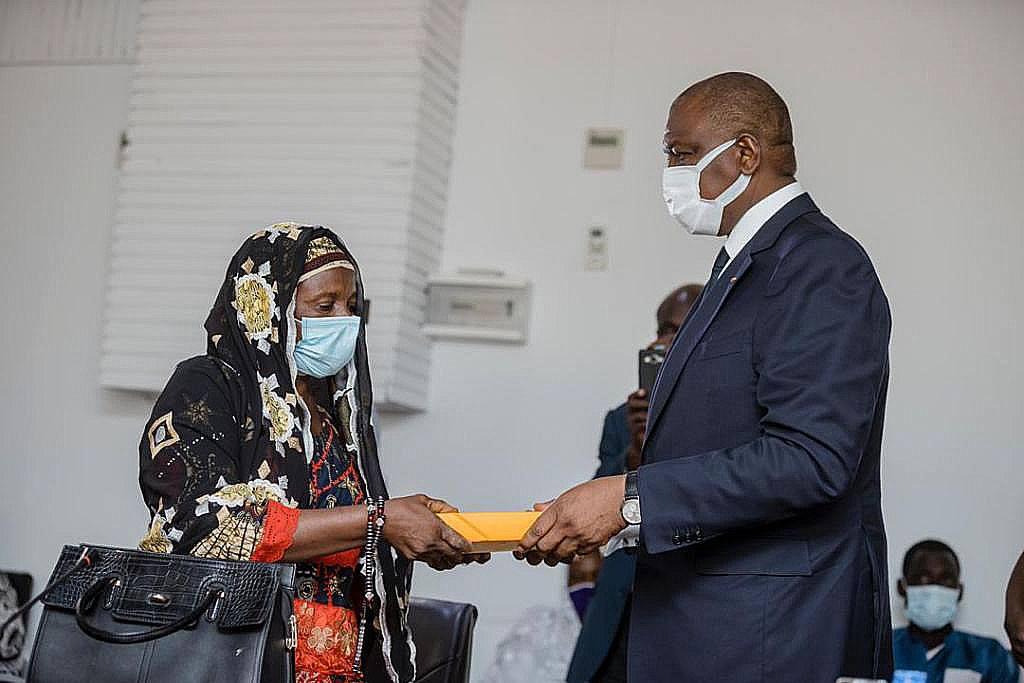 deces-des-soldats-ivoiriens-au-mali-15-millions-de-fcfa-remis-a-chaque-famille-endeuillee