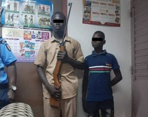 ouangolodougou-un-eleve-menace-son-educateur-a-laide-dun-fusil-de-chasse-la-raison