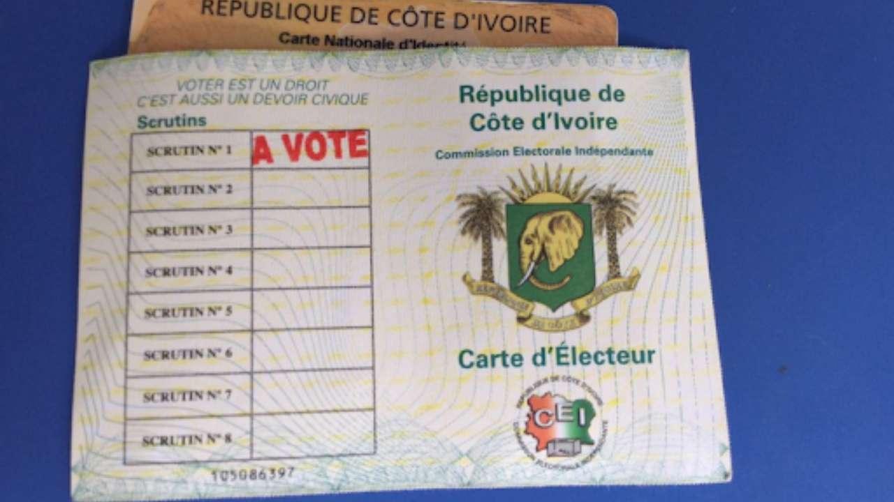 legislatives-2021-la-commission-electorale-procede-a-la-distribution-des-cartes-delecteurs