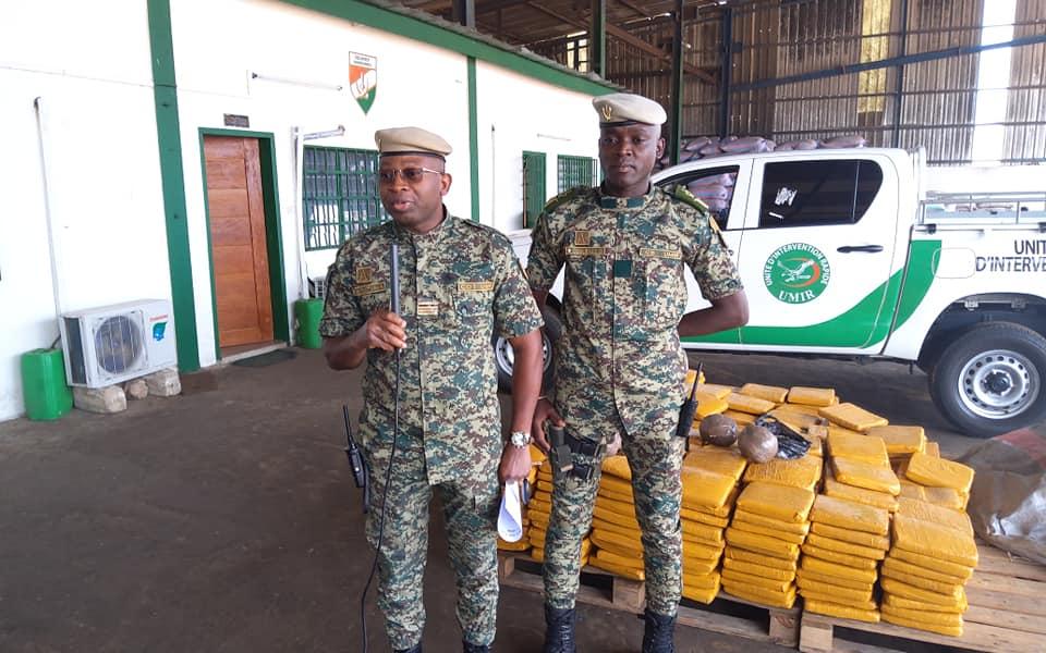 des-agents-des-douanes-mettent-la-main-sur-460-plaquettes-de-cannabis-a-bassam