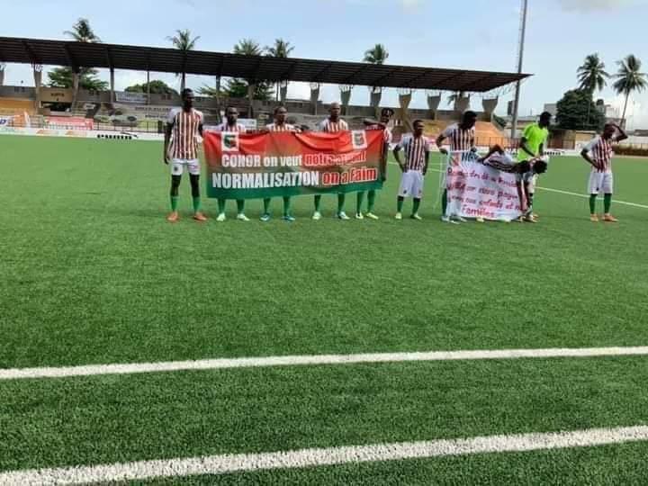 africa-sports-les-joueurs-protestent-avant-le-match-contre-lafad