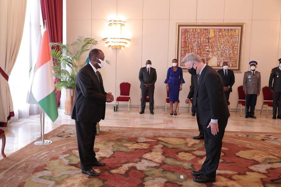 5-ambassadeurs-presentent-leurs-lettres-de-creance-a-alassane-ouattara