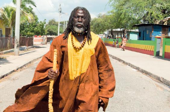 tiken-jah-fakoly-decu-des-ivoiriens-aucun-combat-nest-possible-avec-ce-peuple-qui-idolatre-des-leaders-politiques