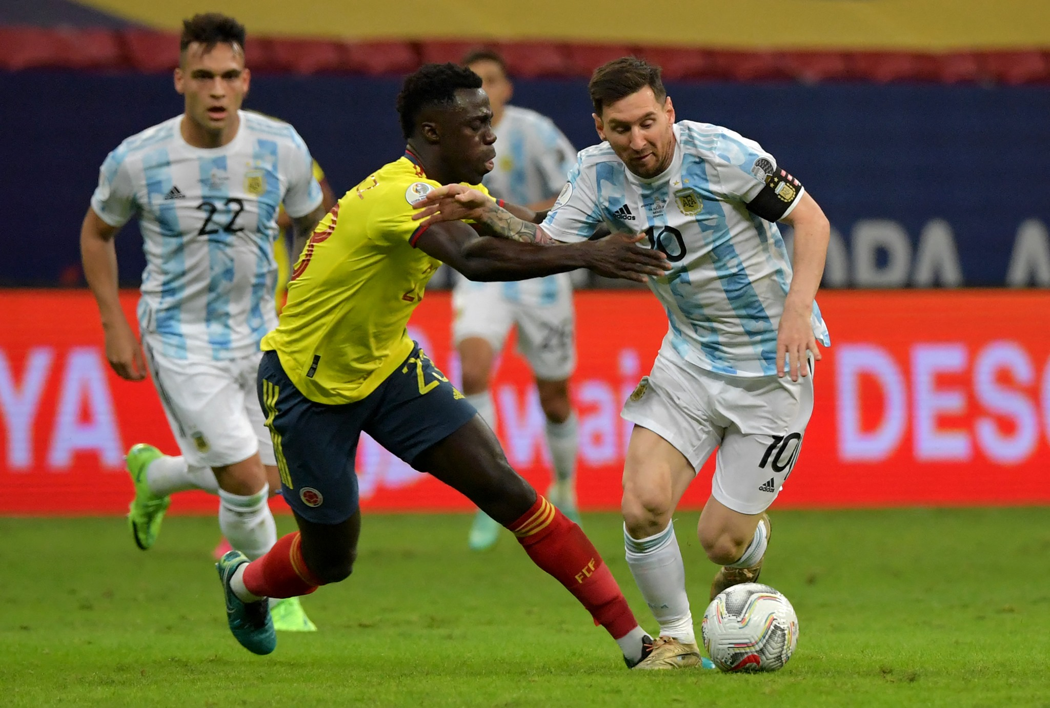 copa-america-largentine-bat-la-colombie-et-rejoint-le-bresil-en-finale