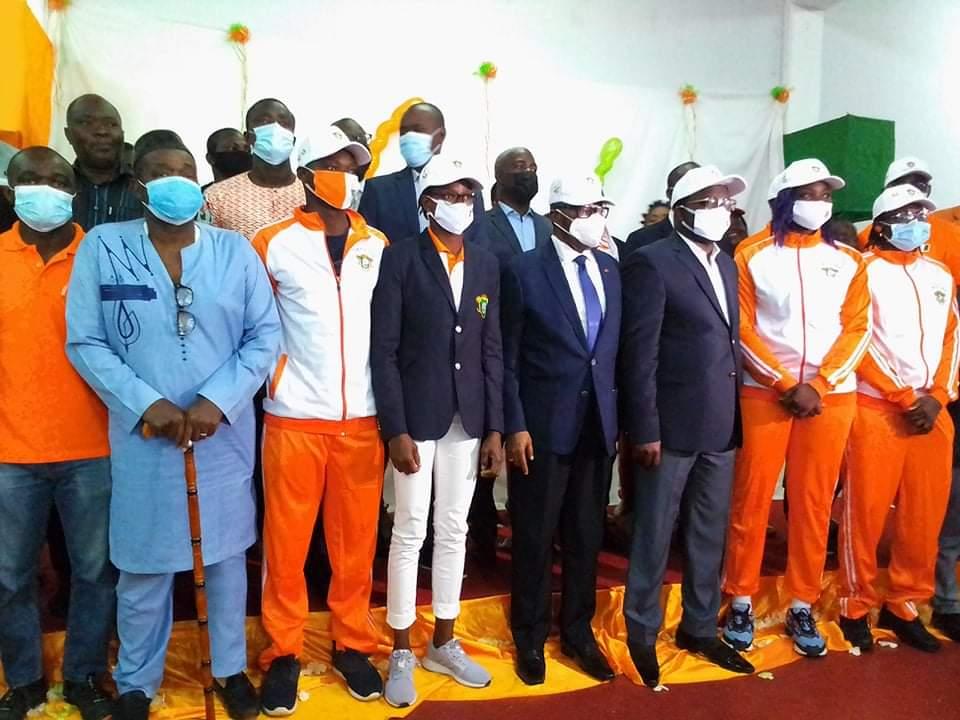 jeux-olympiques-2020-le-ministre-danho-paulin-remet-les-accreditations-et-kits-aux-athletes
