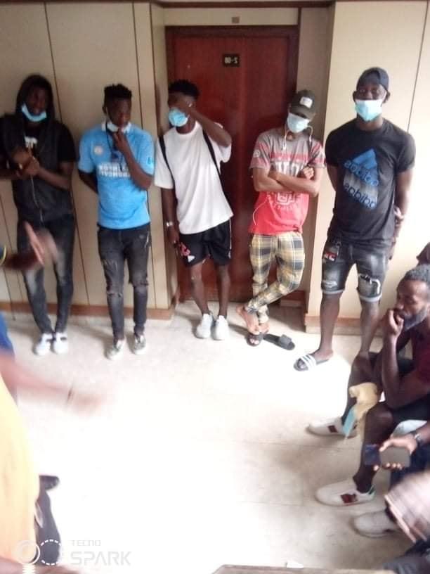 africa-sports-des-joueurs-et-encadreurs-debarquent-au-siege-de-la-fif-pour-reclamer-des-mois-de-salaires-impayes