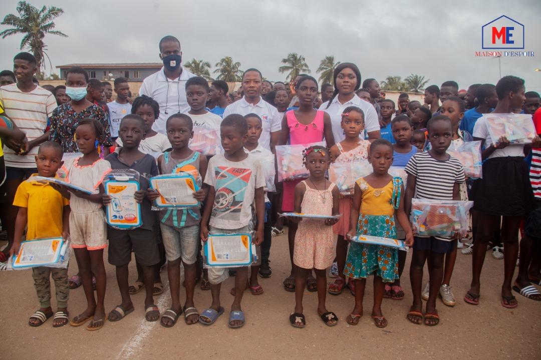 rentree-scolaire-long-maison-despoir-donne-des-kits-a-plus-de-100-enfants