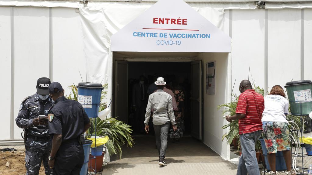 vaccin-contre-covid-19-en-cote-divoire-malgre-les-sensibilisations-des-autorites-la-population-hesite